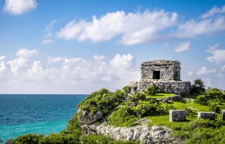 mayan ruins at tulum overlooking the caribbean ocean